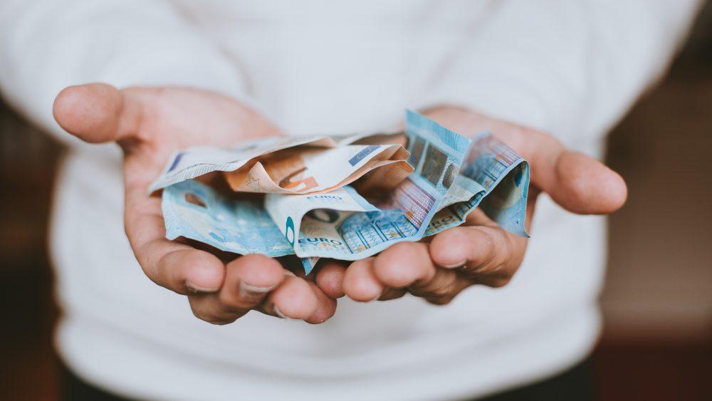 Dėl didelių skolų gali areštuoti būstą
